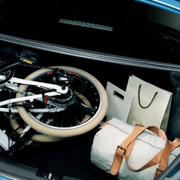 תמונה של תא מטען של מיצובישי אטראז' באולם תצוגה מיצובישי