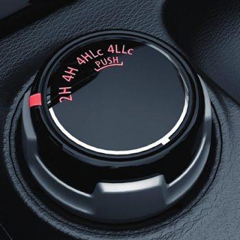 תמונה של כפתור למערכת מולטימדיה באולם תצוגה מיצובישי